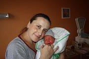 TONÍČEK JE PRVNÍ. ANTONÍNA FOUSKA přinesl čáp 9. prosince 2016 v 13.37 hodin. Miminko, které vážilo 3 200 g a  měřilo 47 cm, si odvezli rodiče Jaroslava a Antonín radostně do Luštěnic.