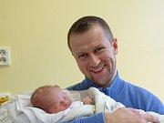 JAN Petřík se narodil Tereze a Adamovi z Nymburka v pondělí 18. prosince 2017 ve 23.19 hodin s mírami 51 cm a 3 320 g. Těší se na něj dva bratři.