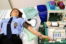 Pomoci dobré věci a zároveň přivést další k lidi k dárcovství krve. To sledovalo vedení nymburské policie, které využilo půjčený objekt poděbradského Handicap centra Srdce a zorganizovalo odběr krve u desítek příslušníků sboru.