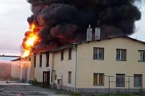 Požár ve firmě ve Velkých Výklekách.