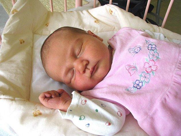 TEREZKA MÁ BRÁCHU TOMÁŠE. Tereza Tanglová se narodila 16. března ve 23.27 hodin mamince Lence a tatínkovi Václavu z Kostomlat. Vážila  4 270 g a měřila 55 cm. Doma se na ni těší také patnáctiletý brácha Tomáš.