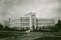 Hospodářská škola září novotou, 1928.