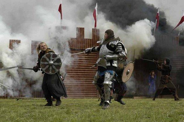 Historickou bitvu uvidí na Hakenově stadionu v Milovicích už tuto sobotu.
