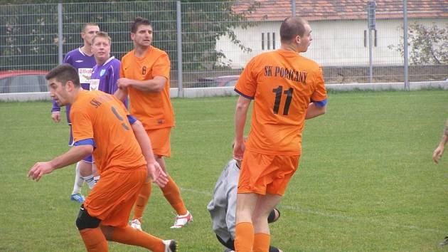 Z fotbalového utkání I.B třídy Vykáň - Poříčany (1:2)