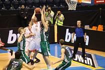 Z basketbalového utkání Eurocupu Nymburk - Prienai (90:66)