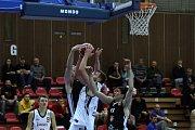 Basketbalisté Nymburka jasně vyhráli nad Hradcem Králové 100:71.