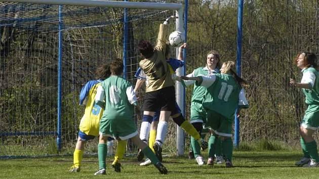 Fotbalistky Staré Lysé vyhrály druhou ligu a v neděli sehrají barážové utkání s Karlovými Vary o postup.