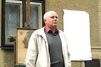 Karel Říha před pár týdny při odhalování desky malíři Hanuši Bohmanovi
