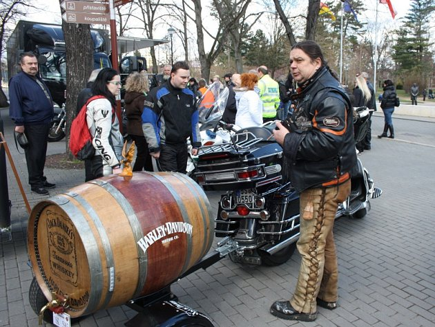 Motorkáři dorazili do Poděbrad