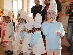 Přibližně stovka milovických dětí si užila odpoledne na maškarním bále.