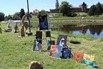 Špičku pravidelně v létě využívají k prodejní výstavě malíři a sochaři.