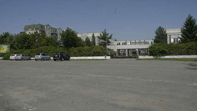 I část Základní školy Na Valech bude v budoucnu využito pro studium na Vysoké škole Jiřího z Poděbrad