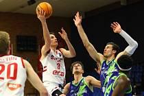 Z basketbalového utkání Ligy mistrů Nymburk - Sassari