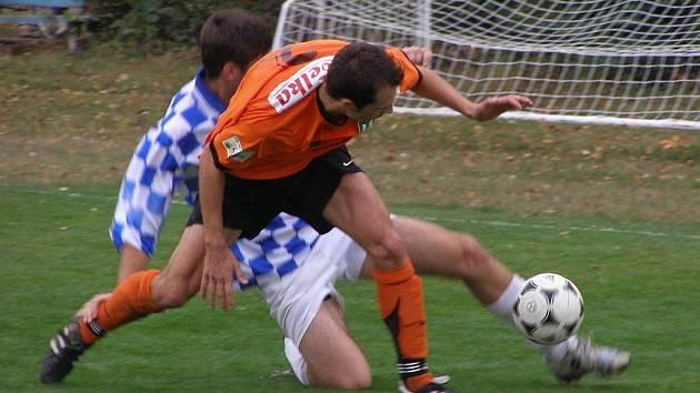 Z fotbalového okresního derby I.A třídy Poděbrady - Rožďalovice (2:0)