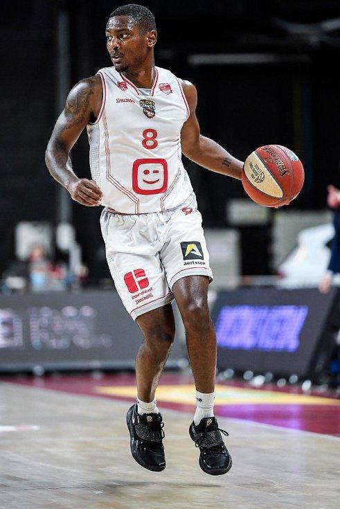 Poslední posilou basketbalistů Nymburka před startem sezony se stal americký rozehrávač Sterling Gibbs.