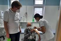Očkování v městecké nemocnici.