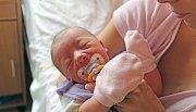 ELENKA MÁ V HODINĚ NAROZENÍ SAMÉ TŘINÁCTKY. Elena Sajfrtová se narodila 8. červencový den roku 2017 ve 13.13 hodin. Vážila 2 970 g a měřila 49 cm. Doma je v Lysé nad Labem s maminkou Barborou, tátou Václavem a tříletou Šarlotkou.