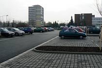 Parkoviště u polikliniky je dokončené.