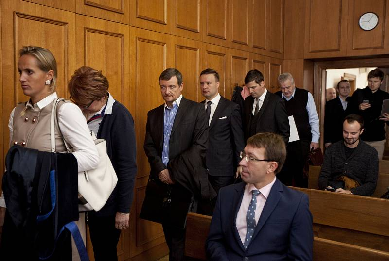 Krajský soud v Praze se v pondělí 23. října vrátil ke korupční kauze kolem bývalého středočeského hejtmana Davida Ratha.