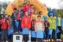 NADŠENÍ. Mladí atleti se sešli na tartanovém oválu v Nymburce při pětiboji všestrannosti