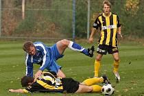 Z fotbalového utkání krajského přeboru FK Kolín - FK Litol (1:1)