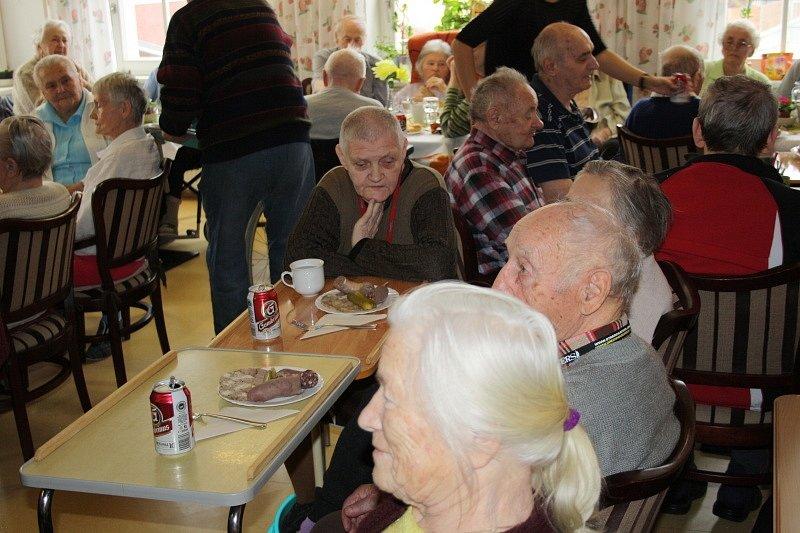 V poděbradském domově seniorů oslavili Mezinárodní den žen a masopust najednou
