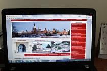 Městské stránky jsou laděny v oficiálních barvách města - červené a bílé.
