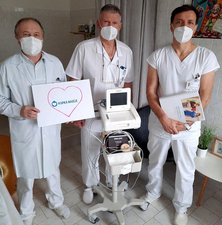 Nadace Kapka naděje věnovala nymburské porodnici nová lůžka a řadu přístrojů a pomůcek.