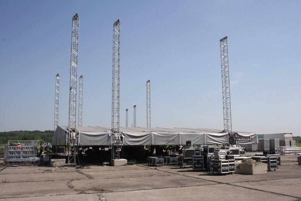 Přípravy na festival Votvírák začaly v úterý.