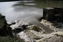 Situace na Komárovském rybníku v úterý dopoledne