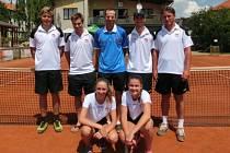 Tenisté Poděbrad sice do vyšší soutěže nepostoupili, ale i tak mohou právě skončenou sezonu hodnotit velmi kladně.