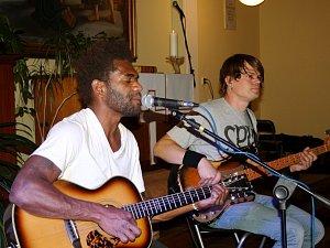 Skupina Vanua2, které mísí rock s reggae a dalšími vlivy.