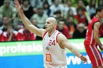 Z  basketbalového utkání Nymburk - Pardubice.