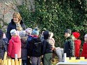 Jako první vyzkoušeli nové dětské hřiště místní školáci.