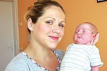 """TOBÍK BUDE JEDNOU TÍM, ČÍM BUDE CHTÍT. Tobiáš JEŽEK přišel na svět 7. května 2015 v 16.44 hodin. Jeho míry byly 3 470 g a 48 cm. Je prvním miminkem rodičů Martiny a Filipa z Poděbrad.  """"Až vyroste, vybere si sám, co bude dělat,"""" říká maminka."""
