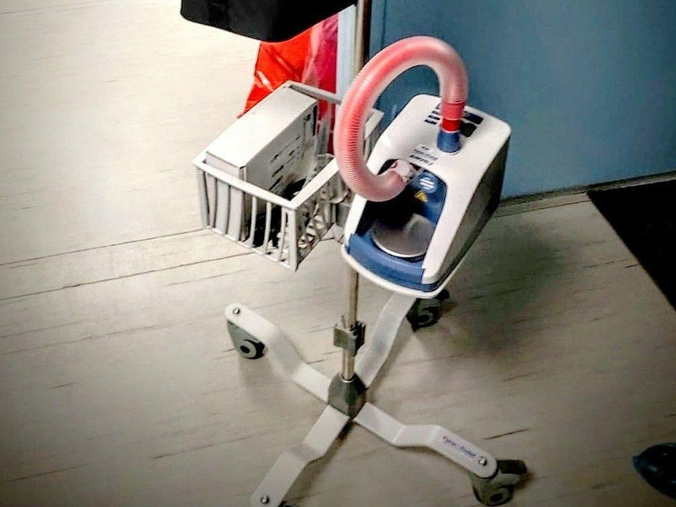Vysokoprůtokový oxygenerátor koupený za peníze sbírky.