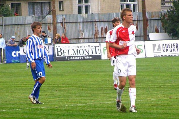 Poděbraďák Bořek Dočkal (vpravo), který je hráčem pražské Slavie a nyní hostuje v Kladně, byl povolán do reprezentace do 21 let.