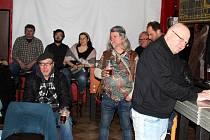 Večer poezie, prózy a hudby se uskutečnil v kavárně U Strejčka.