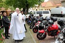 Setkání motorkářů s požehnáním strojům se konalo v Městci Králové.