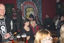 Kýchání do sazí v kavárně U Strejčka v Nymburce