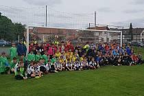 Kába cup se hrál také v Pátku. Na snímku jsou všichni účastníci turnaje
