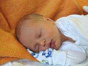 JAN Poklop se narodil Radce a Davidovi z Nymburka v sobotu 16. prosince 2017 v 15.17 hodin s mírami 48 cm a 2 910 g. Má brášku Matěje (6,5).