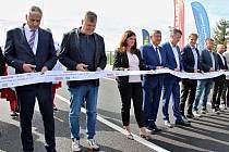 Dokončený most na silnici II/272, nadjezd nad frekventovanou železniční tratí spojující dvě části Lysé nad Labem.