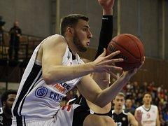 Z basketbalového utkání VTB ligy Nymburk - Novgorod (76:70)