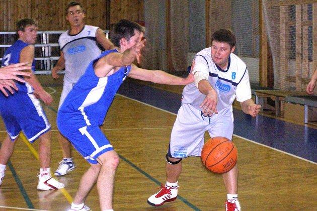 Druholigoví košíkáři poděbradské Bohemie prohráli oba zápasy na soupeřových palubovkách. Nejprve neuspěli ve Žďáru nad Sázavou, poté prohráli i s posledními Svitavy