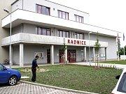 Radnice v Milovicích.