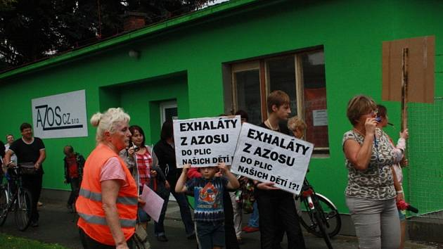Demonstrace proti zinkovně AZOS na Zálabí v Nymburce.