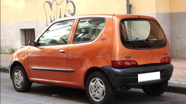 Stařenka z vesnice kdesi v Praze ztratila auto. Našlo se v pořádku