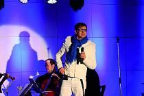 Sály v Obecním domě v Nymburce slavnostně otevřel Vánoční koncert Petra Kotvalda.