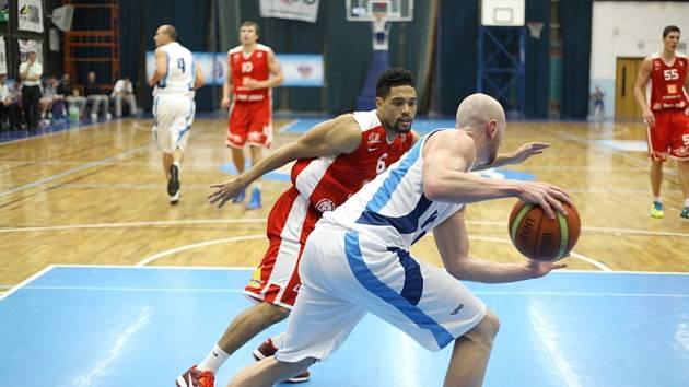 Z basketbalového utkání Mattoni NBL Kolín - Nymburk (61:83)